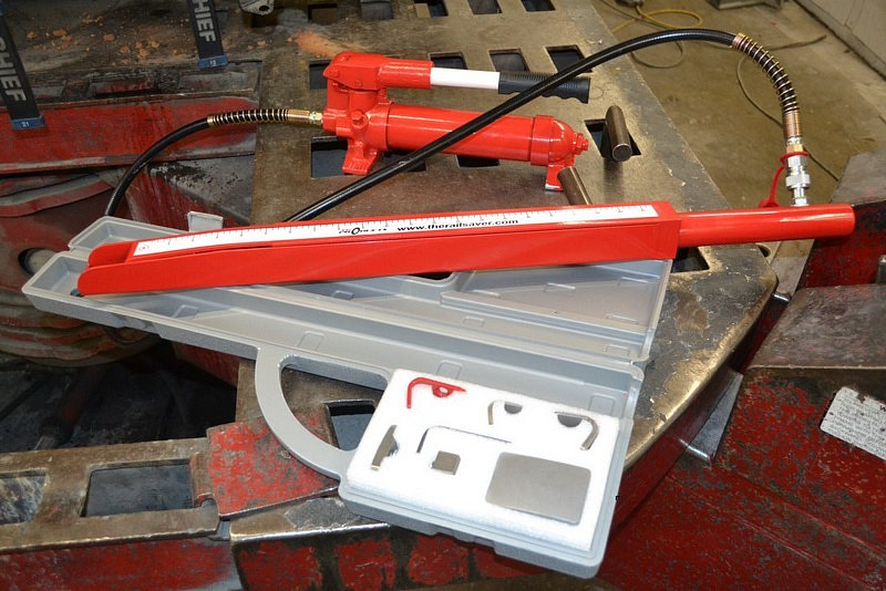 Auto Body Frame Rail Repair Tool